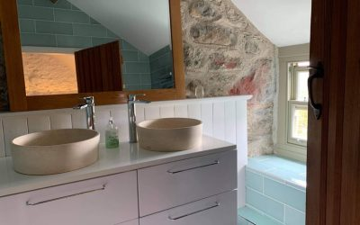 Two sinks in the en-suite